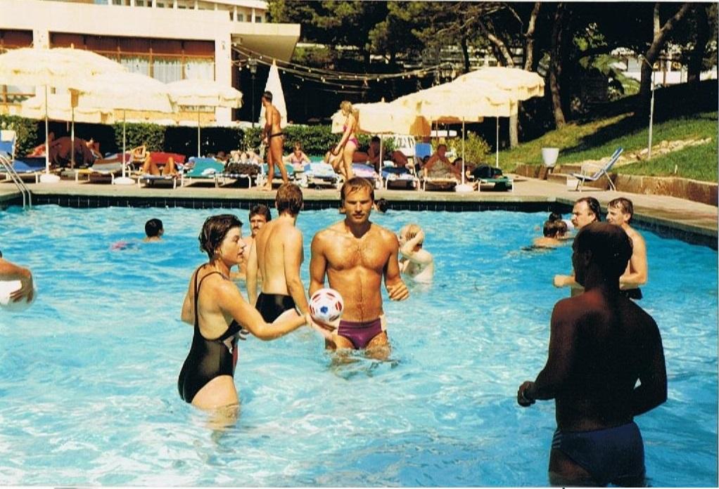 Christiane y Thomas en la piscina del hotel Riu Concordia