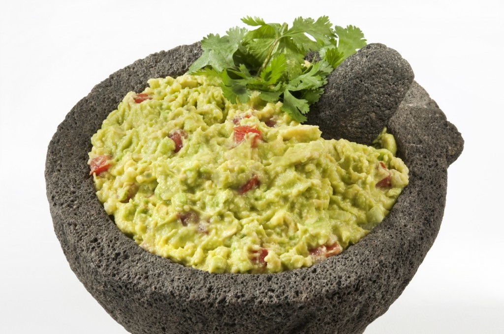 Prepare guacamole with the help of our chef Edilson Rodríguez Soto