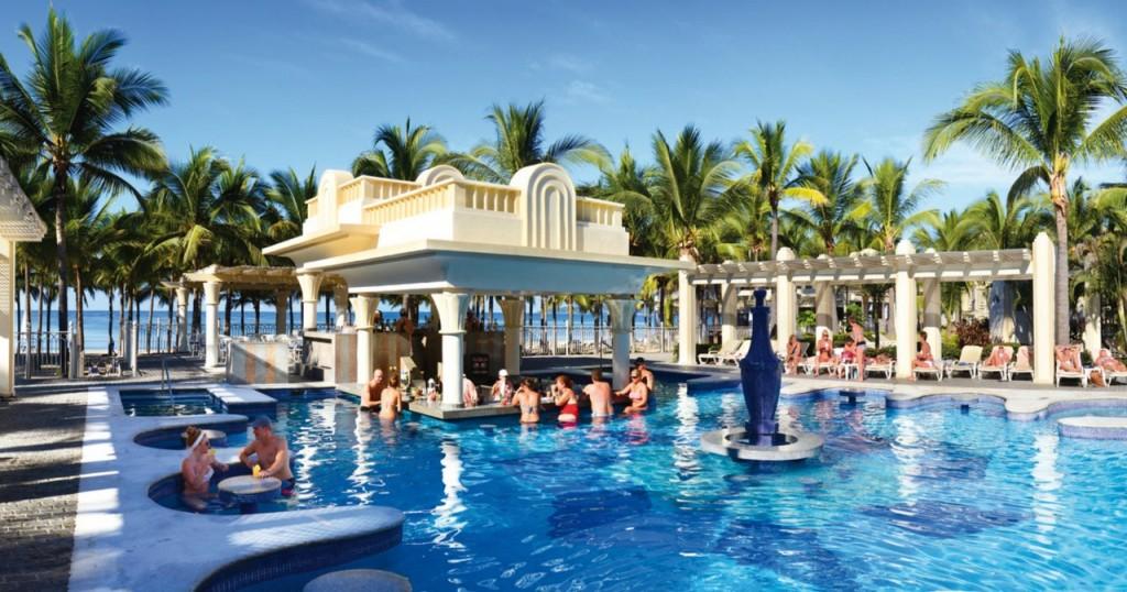 Pool bar Riu Vallarta
