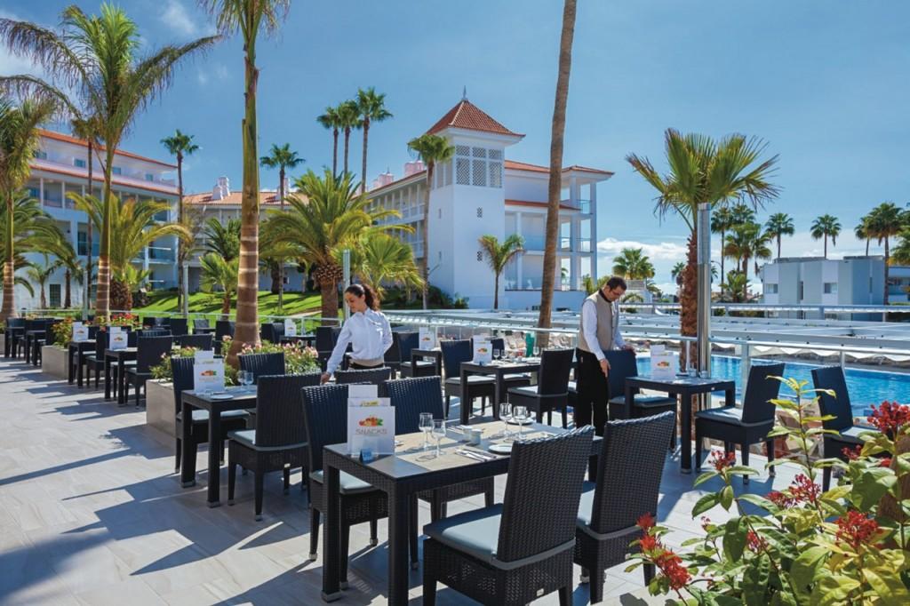 Terraza restaurante Riu Arecas