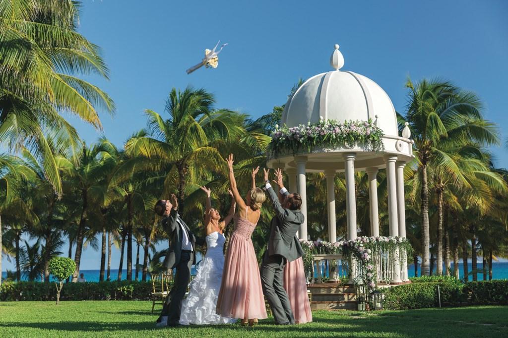 Matrimonio Simbolico Punta Cana : Riu hotels resorts te regala tu boda en punta cana
