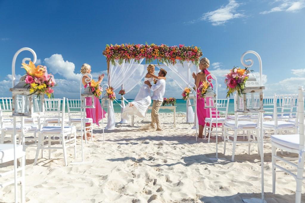Matrimonio Simbolico Punta Cana : Riu hotels resorts gives you a free wedding in punta