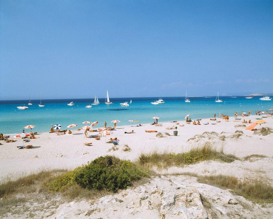 Descubre el encanto de formentera desde el hotel riu la for Hotel formentera playa