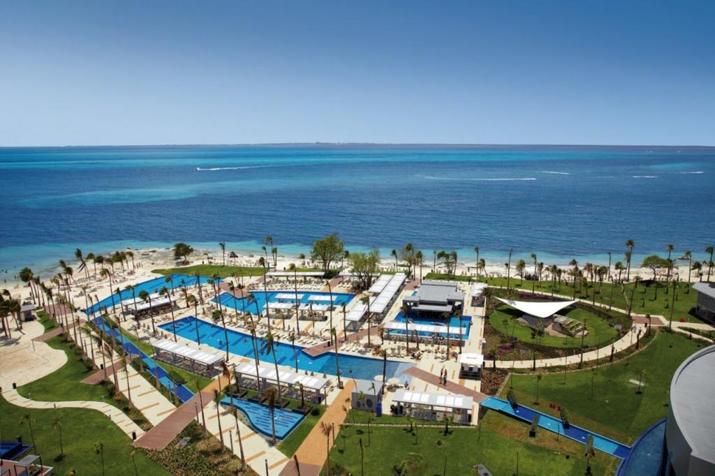 El hotel tiene cinco piscinas