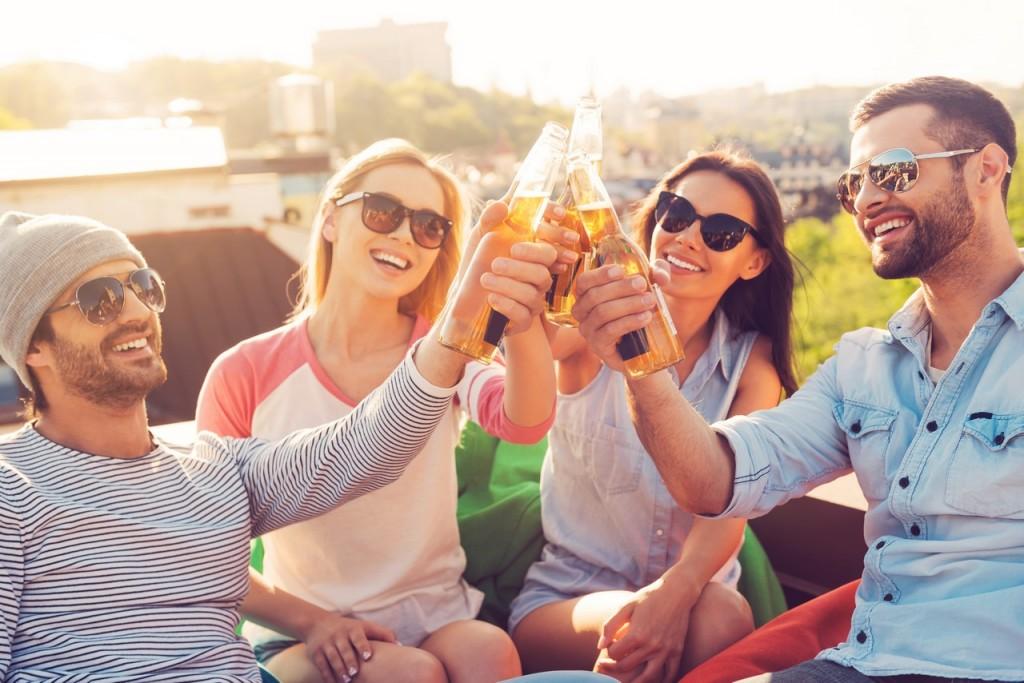 La cerveza sabe mejor si la compartes con amigos
