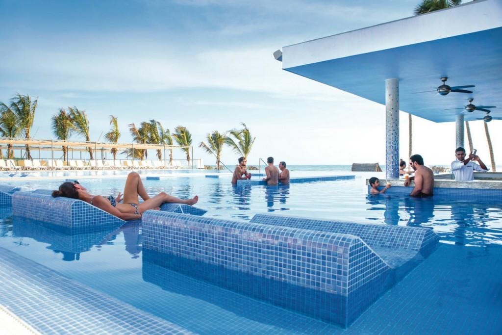 Disfruta de las maravillosas piscinas del hotel