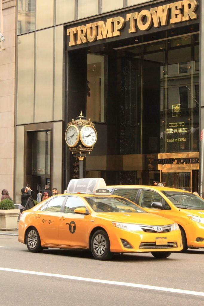 foto-9-trump-tower-mit-taxi-copiar