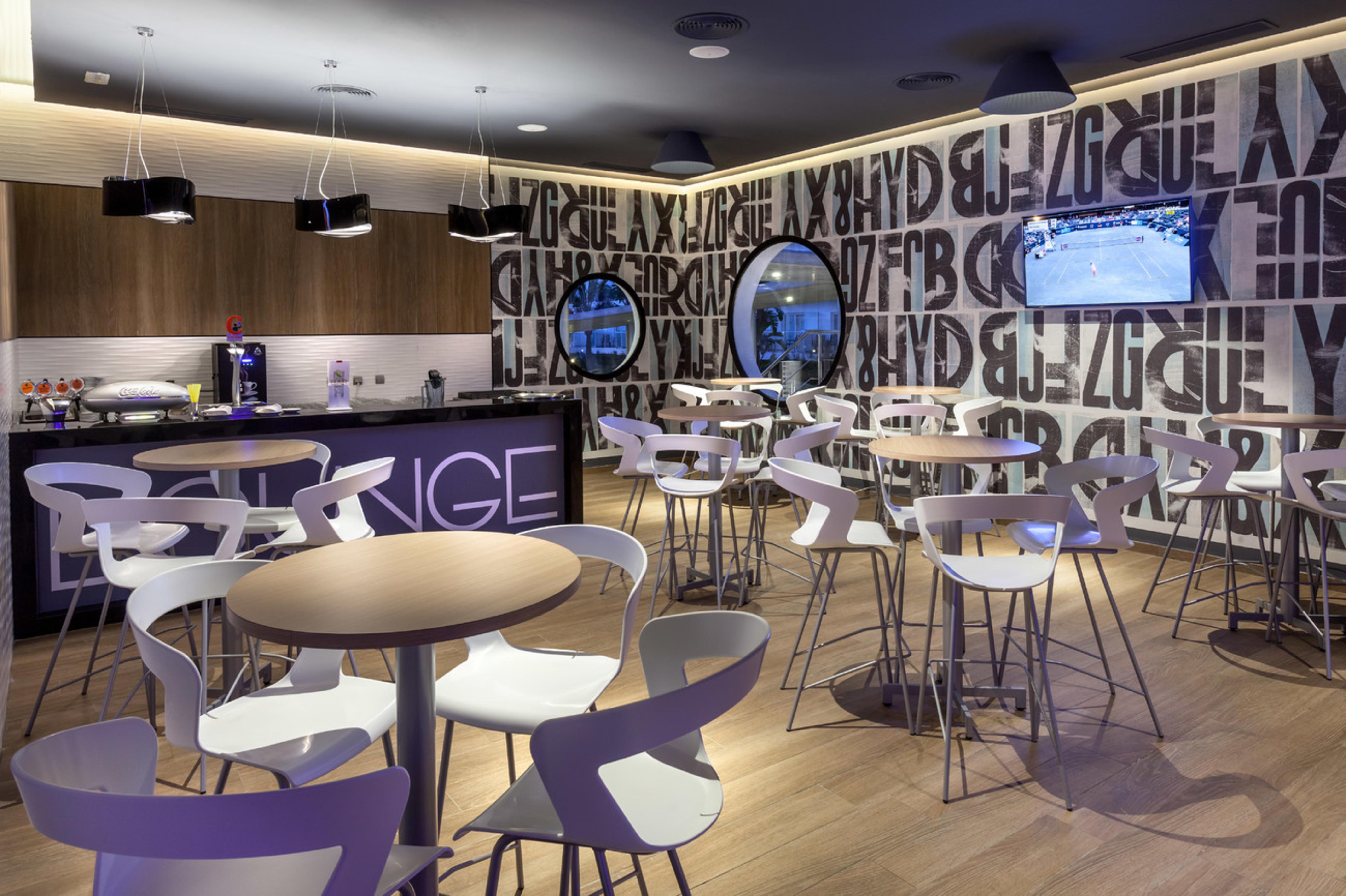 Lerne das neue ClubHotel Riu Costa del Sol mit der ganzen Familie ...