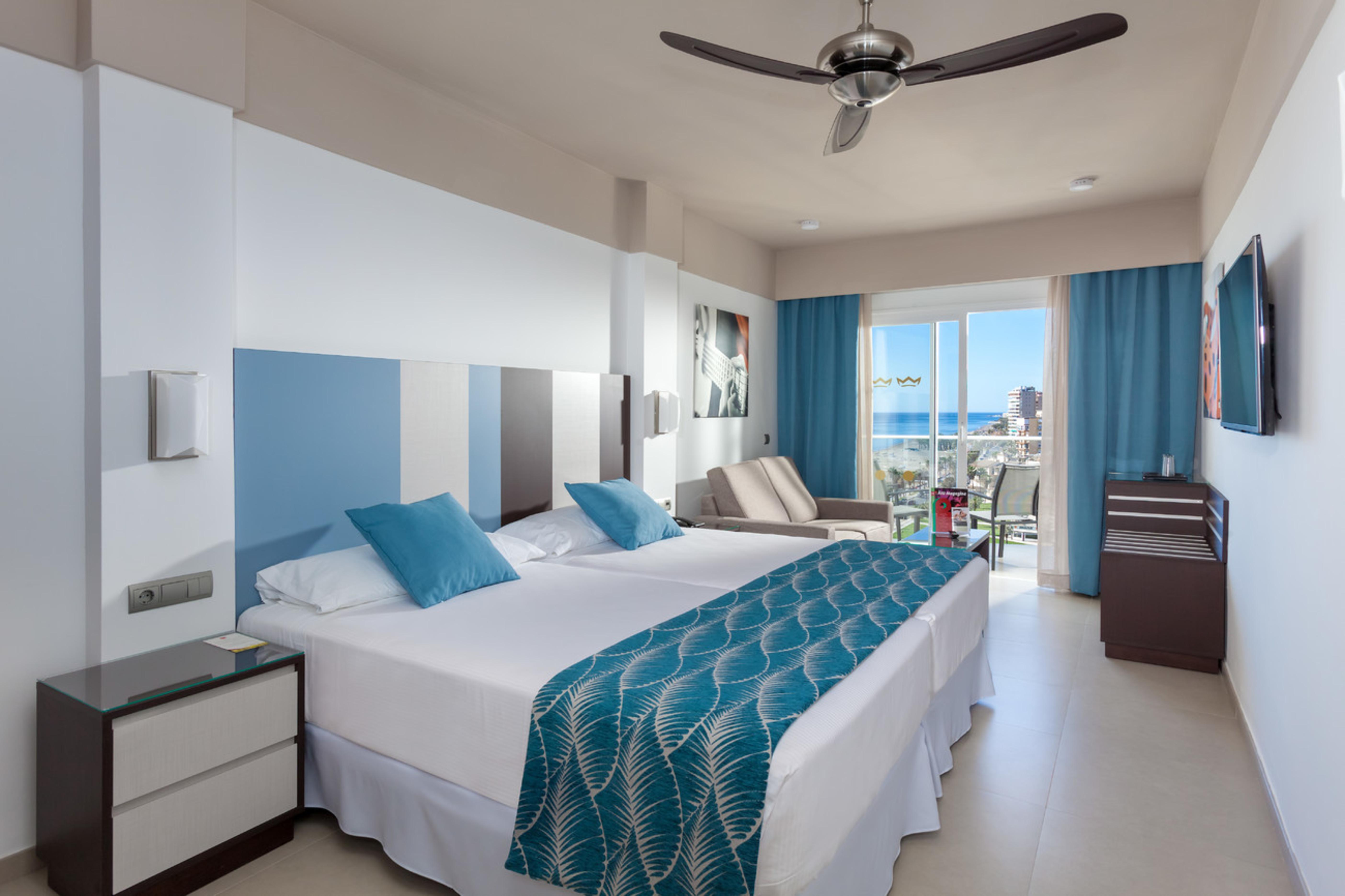 Come and enjoy the new clubhotel riu costa del sol with for Habitacion familiar hotel riu vallarta