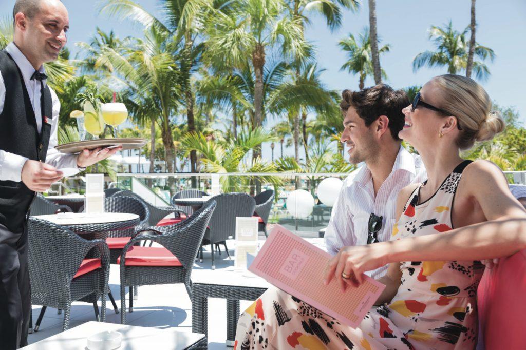Terraza del hotel Riu Plaza Miami Beach