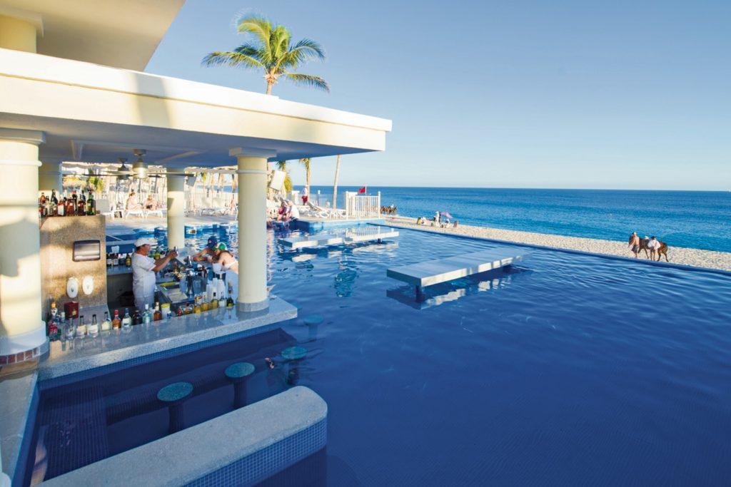 Swim up bar Riu Palace Cabo San Lucas