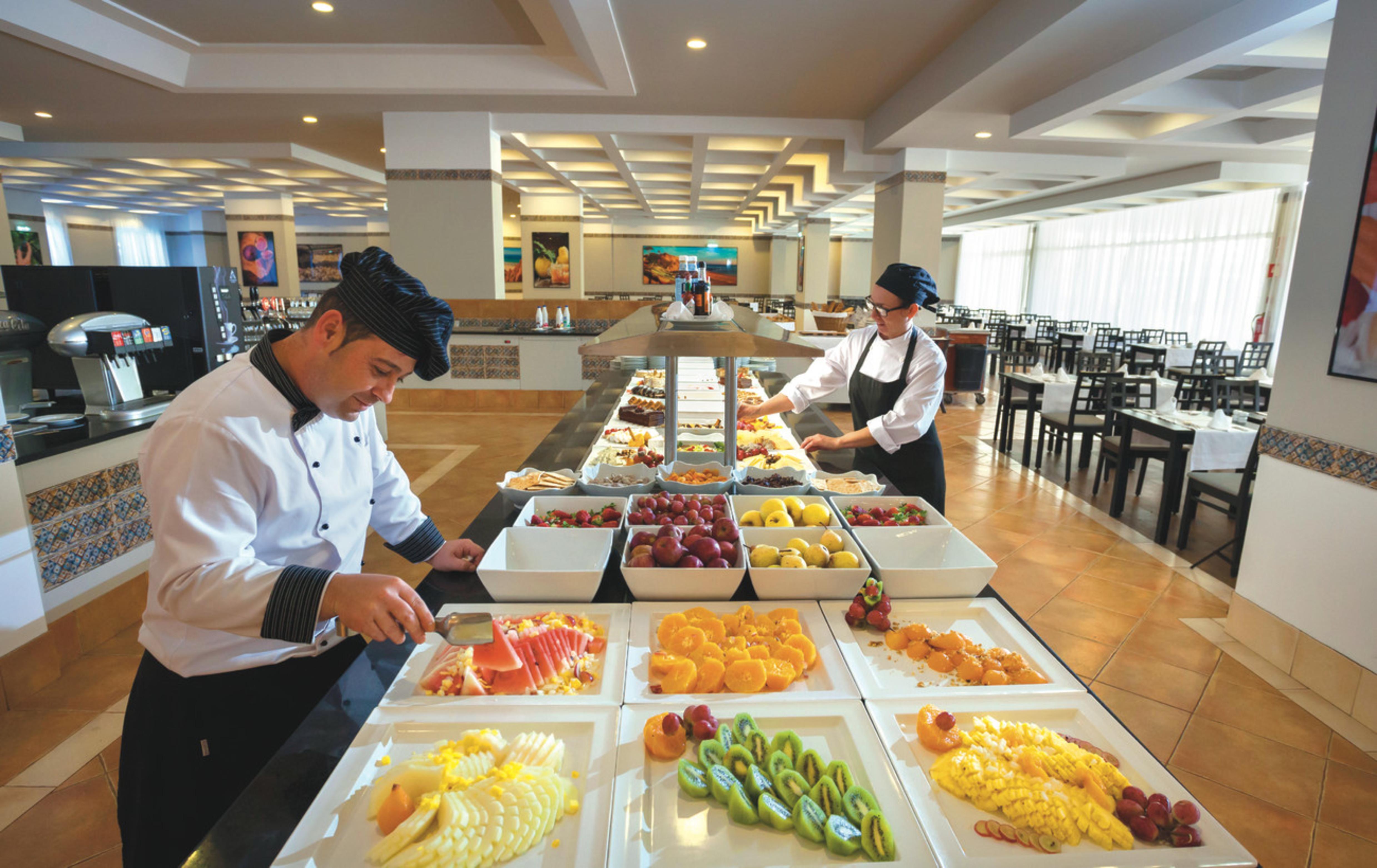 staying at a riu hotels resorts all inclusive hotel is worth it rh riu com