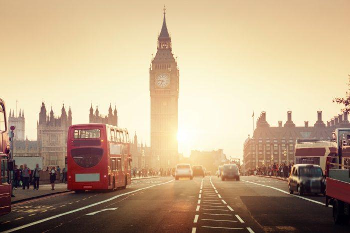 Sonnenuntergang hinter dem Big Ben, einem der Wahrzeichen Londons