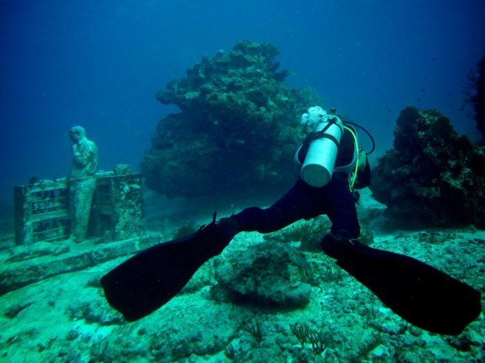 Practicas deportes acuáticos con RIU en Cancún