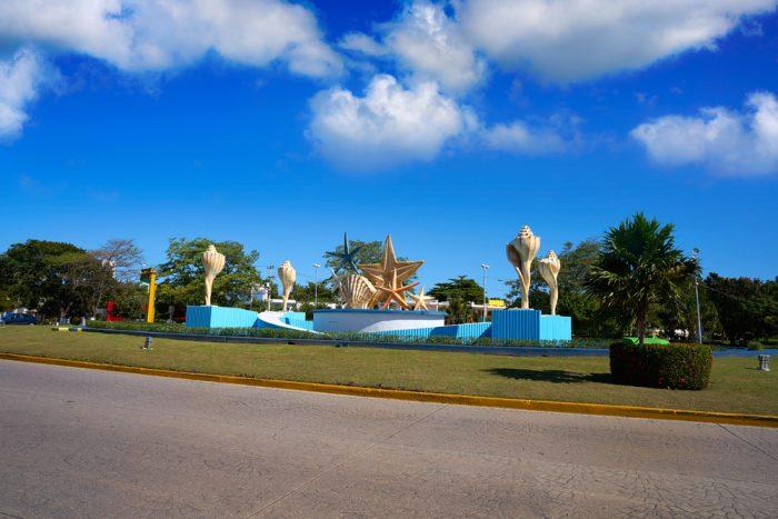 Una de las paradas obligatorias en Cancún es su famosa glorieta El Ceviche