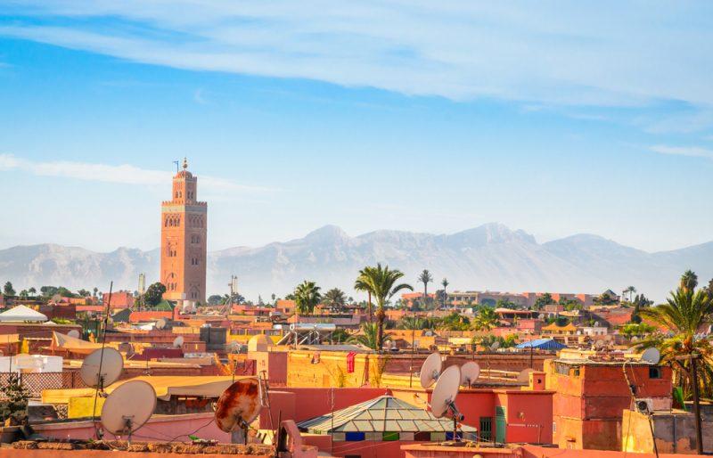 Marrakesch ist eine durch ihre Rottöne und wunderbare Architektur bekannte Stadt