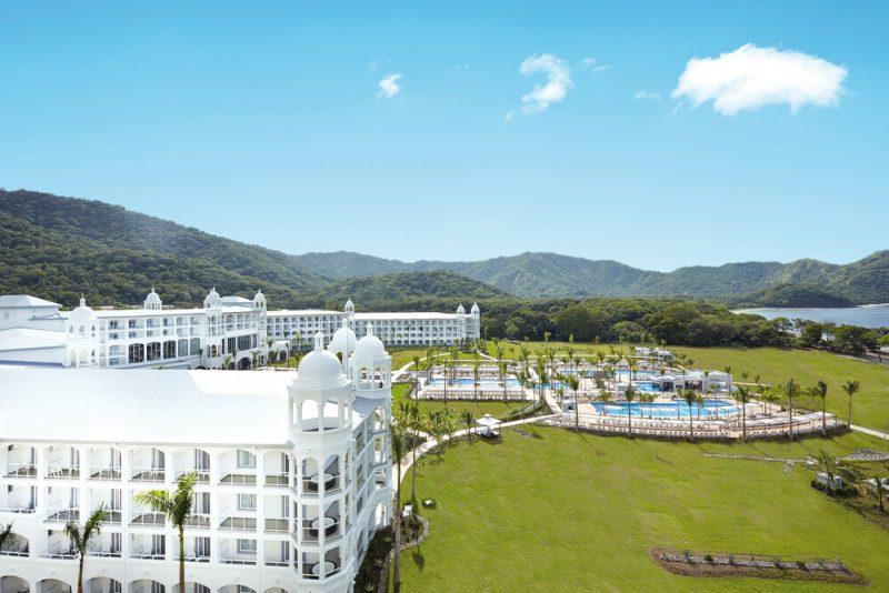Así luce el exterior del hotel Riu Palace Costa Rica