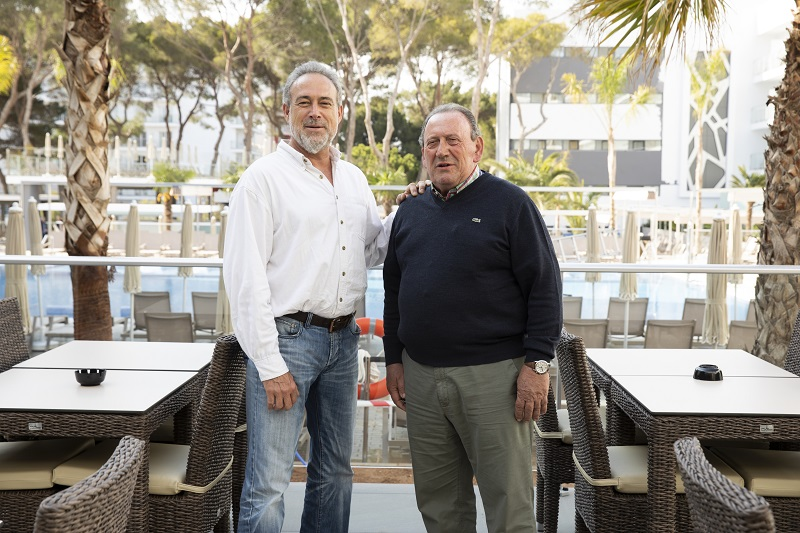 Ramón Arroyo and Luis Riu, together at the recently opened Hotel Riu Playa Park, in Mallorca
