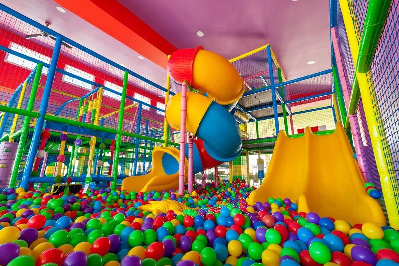 Tras la reforma, el hotel Riu Chiclana cuenta con una piscina de bolas para niños.