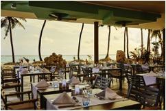 The main restaurant of the Riu Palace Maldivas has a spectacular terrace