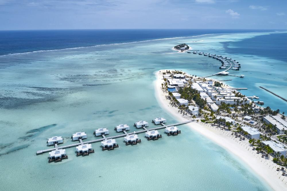 Die Zimmer des Riu Palace Maldivas befinden sich auf beiden Seiten der Gangway