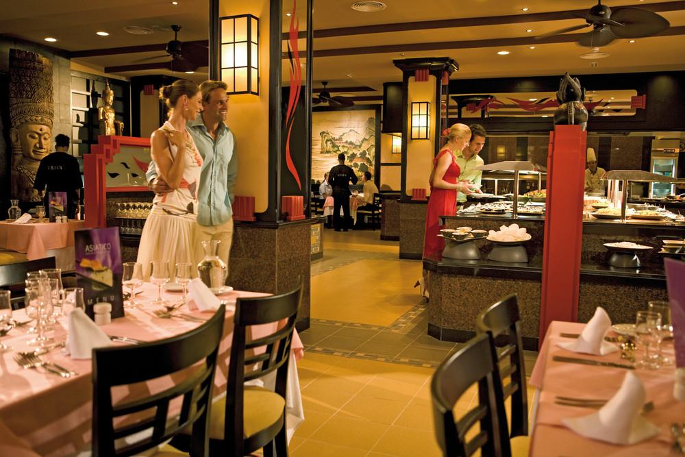 The Hotel Riu Karamboa provides a wide range of restaurant options