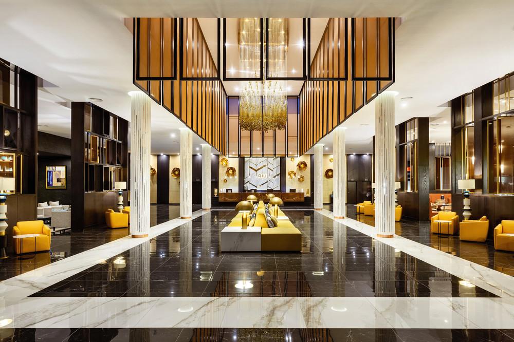 Una de las mejores cosas del Riu Palace Oasis es su espectacular lobby