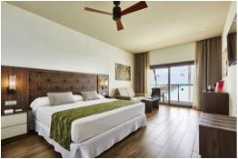 Warm tones predominate in the Riu Atoll bedrooms