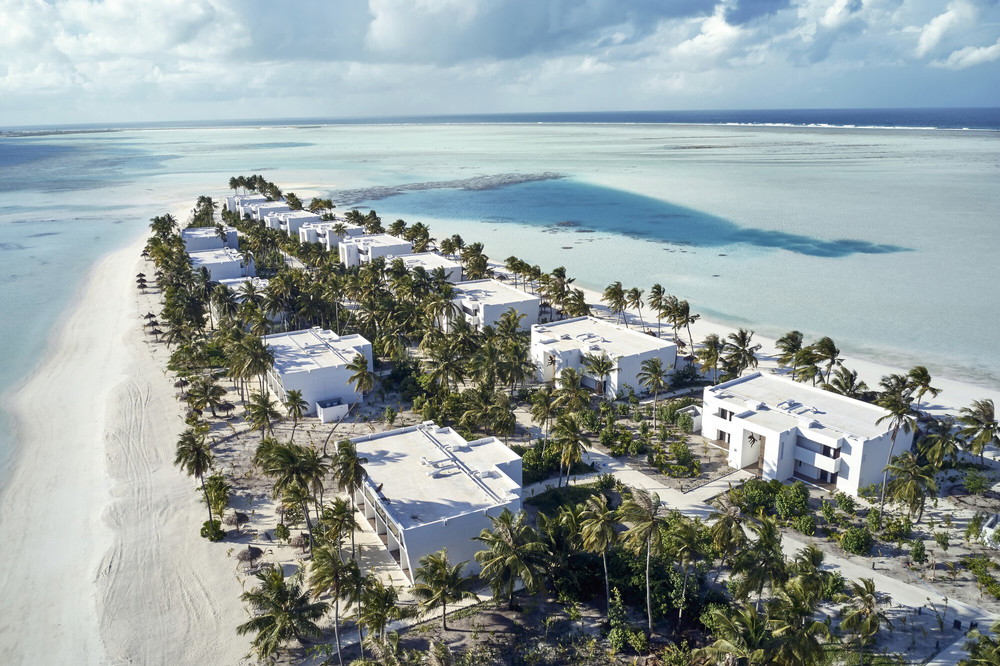At the hotel Riu Atoll you can take advantage of bedrooms over the water or on the beach