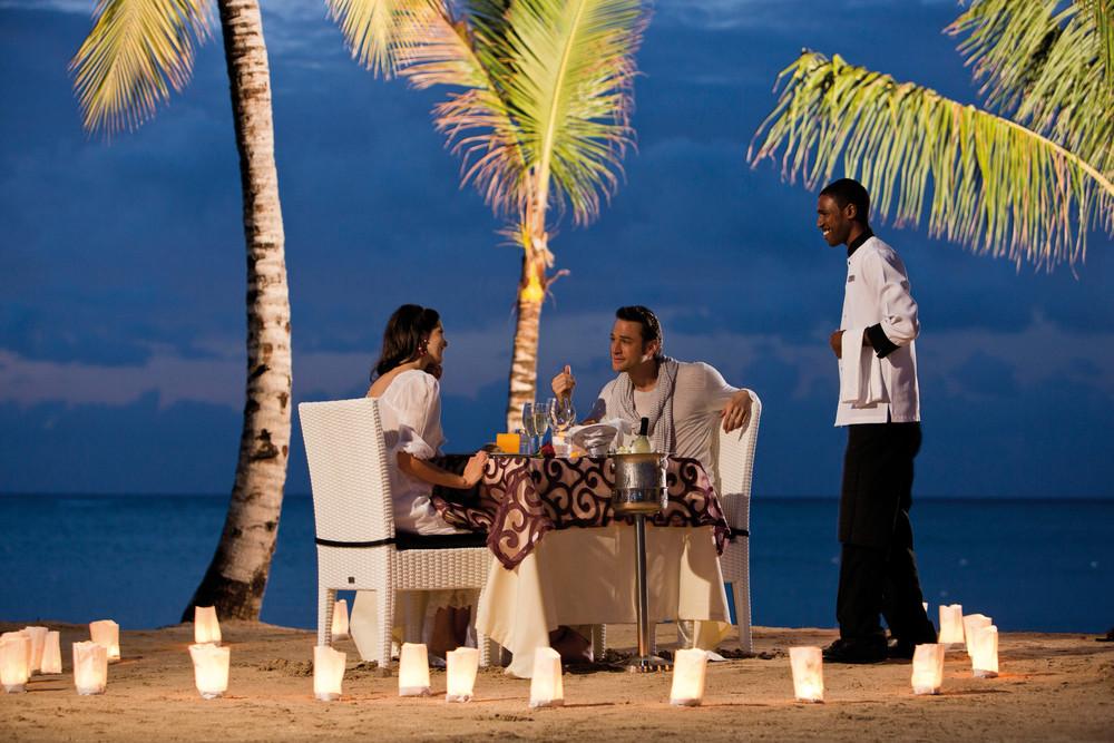Algunos hoteles del Caribe ofrecen cenas en la playa