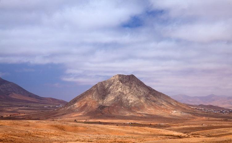 Der heilige Berg Tindaya ist einen Besuch wert