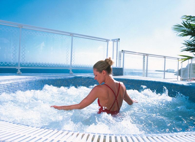 Im Hotel Riu Palace Jandía gibt es einen Whirlpoolbereich für die totale Entspannung der Gäste