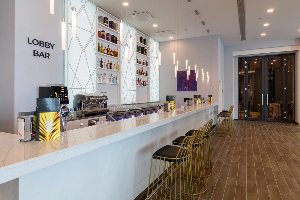Disfruta de snacks en el Lobby Bar del Riu Palace Sunny Beach