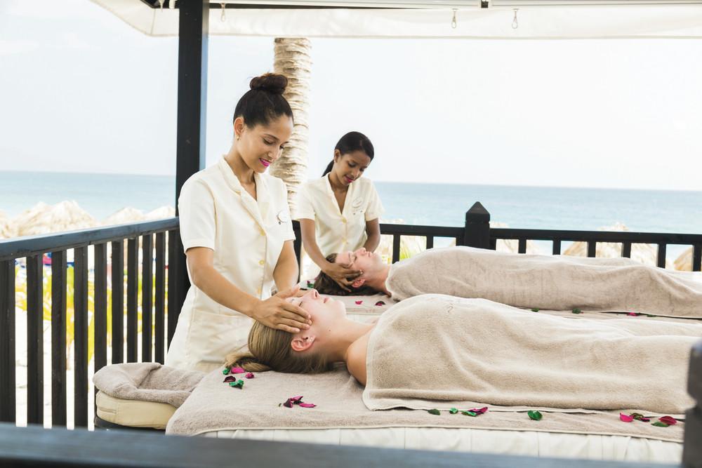 Date un respiro con un masaje cerca de la playa en RIU