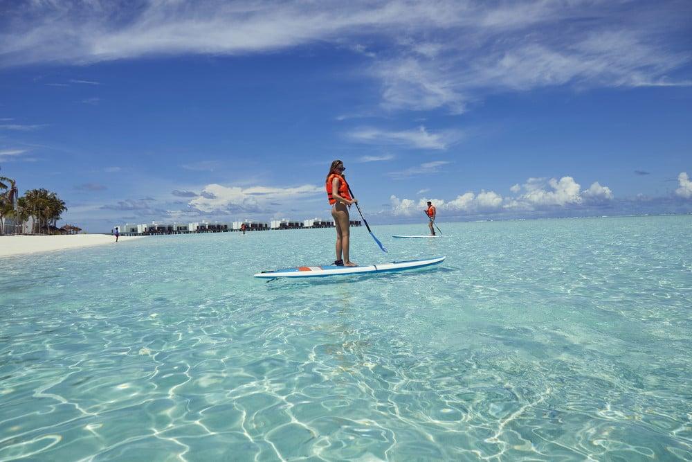 Vive una experiencia de Paddle Surf con RIU en Maldivas