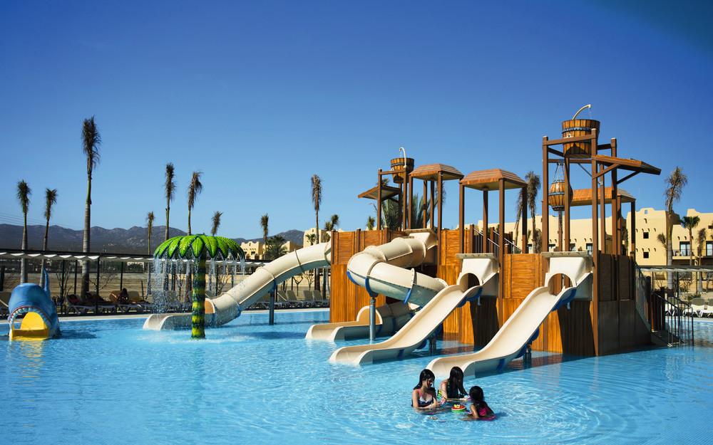 Las piscinas para niños de los hoteles RIU están muy bien ambientadas para la diversión