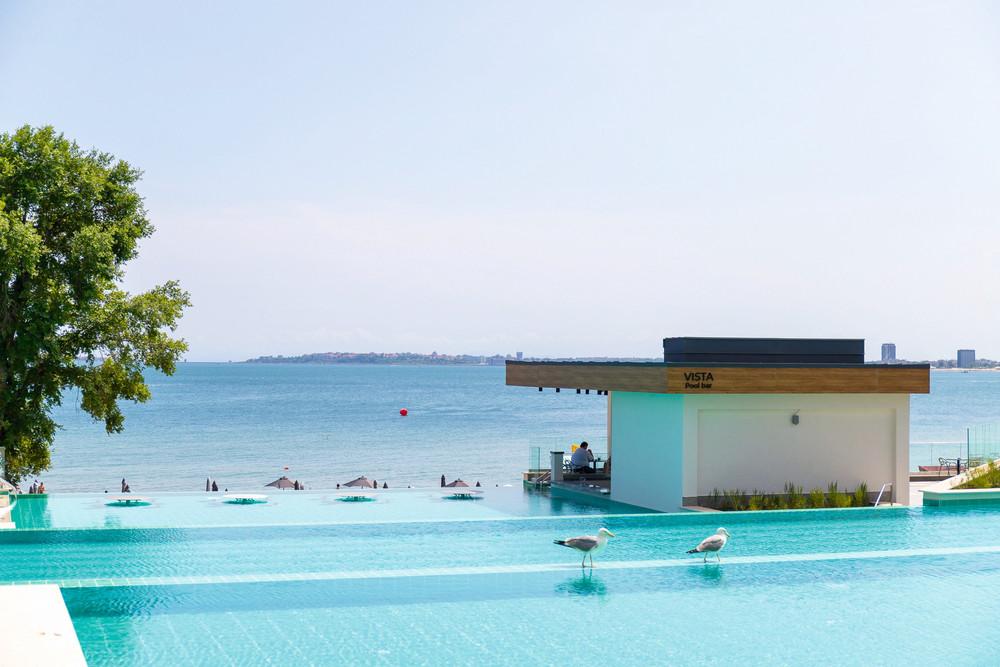 Das Riu Palace Sunny Beach ist mit einem Swimmingpool mit Swim-up-Bar ausgestattet