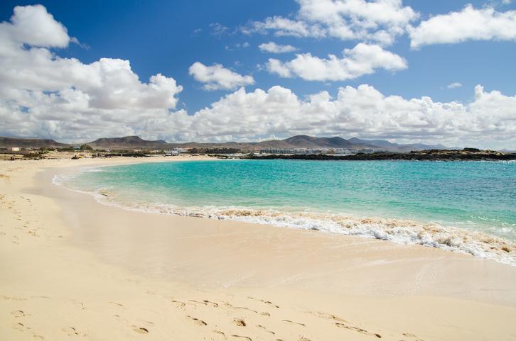 Die Strände von Fuerteventura sind aufgrund der perfekten Landschaftskombination einzigartig
