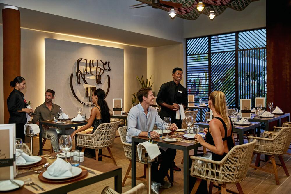 Riu Palace Maldivas guests can access all the Riu Atoll restaurants