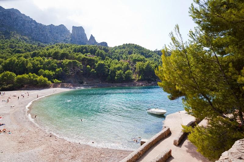 Cala Tuent die die perfekte Mischung aus Sand und Stein