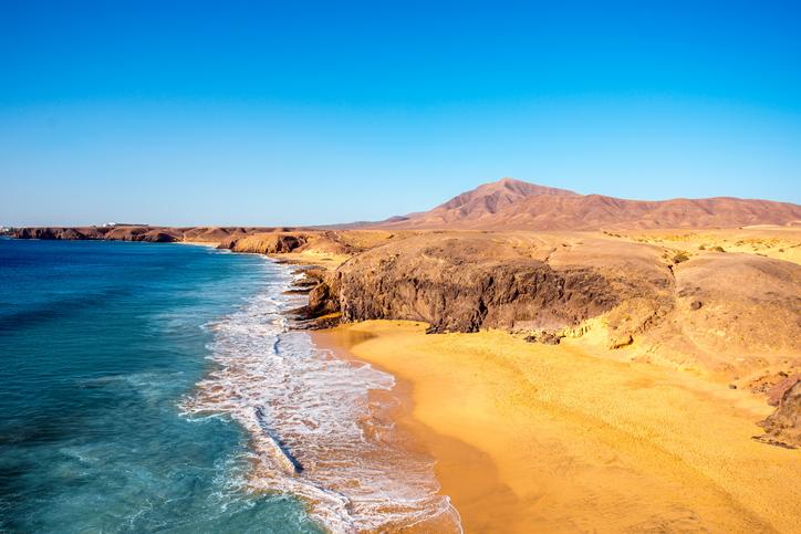 El hotel Riu Paraiso Lanzarote te ofrece la ubicación perfecta para disfrutar de las playas de la isla