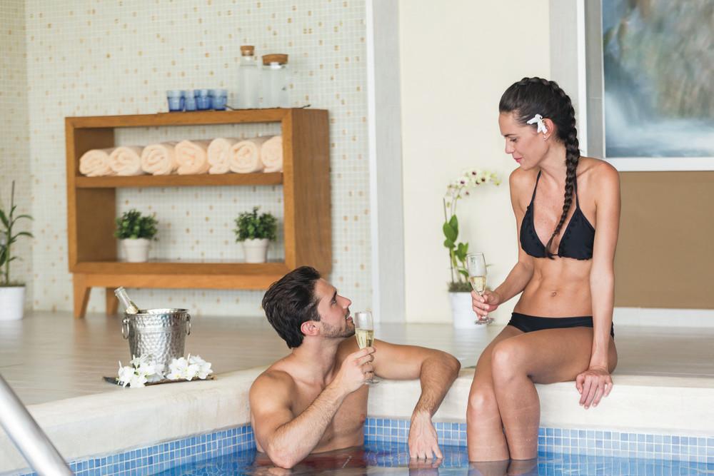 Reisen Sie mit Ihrem Partner oder Ihrer Partnerin oder mit Freunden in eines der Adults Only-Hotels von RIU
