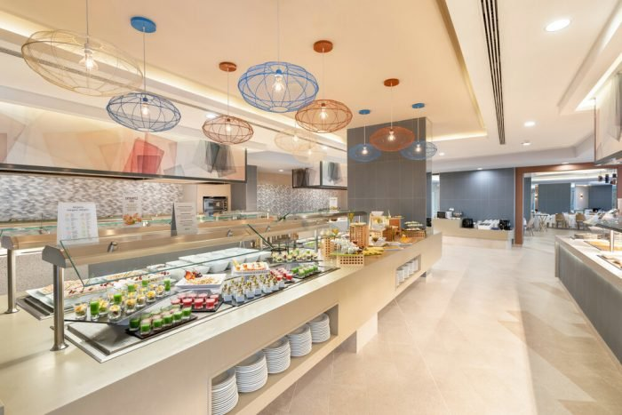 The main restaurant offers breakfast, snacks, lunch and dinner