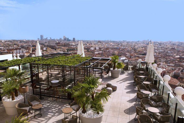 Así luce la nueva terraza de la azotea del hotel Riu Plaza España en Madrid