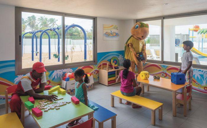 Kinder vergnügen sich im Club RiuLand des Hotels Riu Sri Lanka