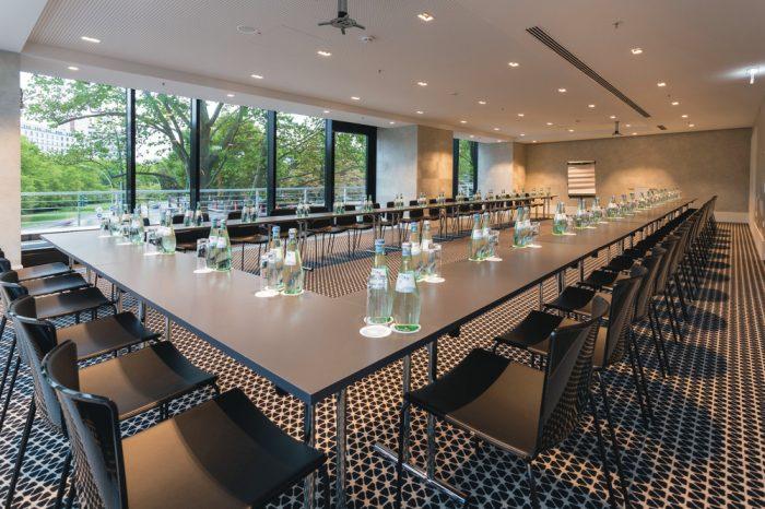 Sala de conferencias del Riu Plaza Berlín, servicio que prestan los hoteles urbanos de RIU