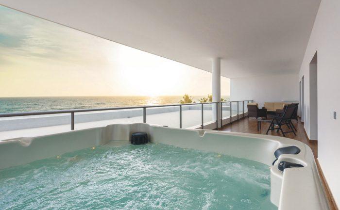 Die Senior Suite des Riu Sri Lanka ist mit einem Whirlpool ausgestattet