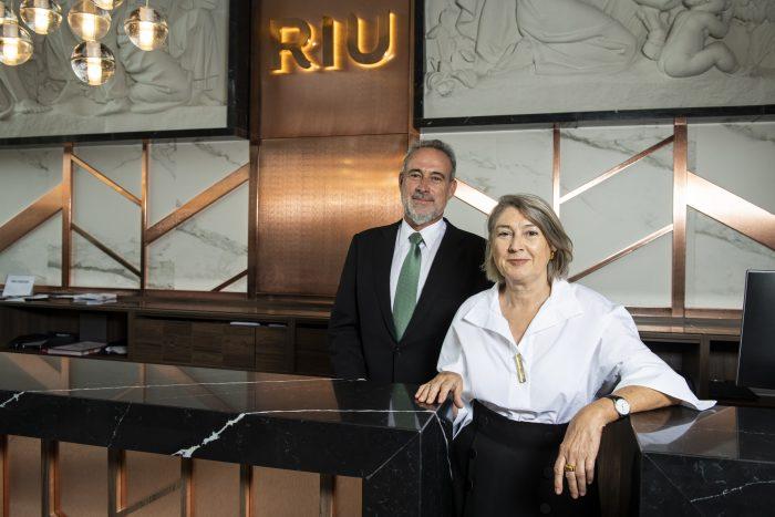 Carmen Riu and Luis Riu at the entrance of the new Hotel Riu Plaza España, in Madrid
