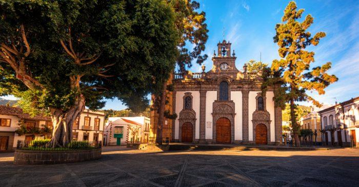 Visit the famous Basílica del Pino in Teror
