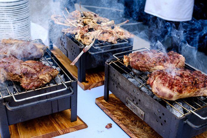 Durante la presentación se ofreció a los invitados una lujosa comida